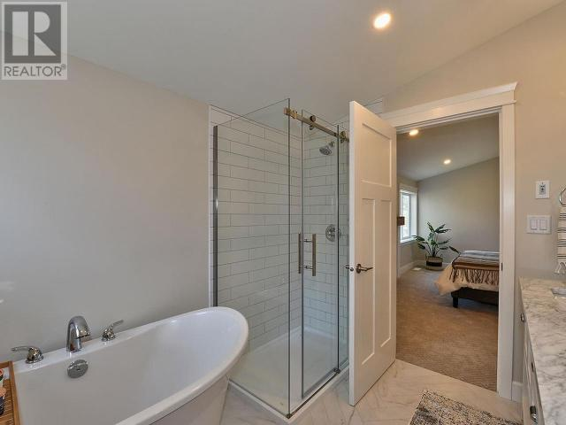 5910 PEACH ORCHARD ROAD, SUMMERLAND